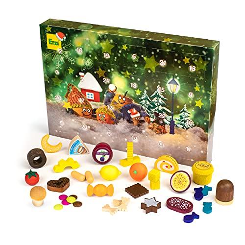 Erzi 28256 Adventskalender 2021 für Kinder, mit 37 verschiedenen Kaufladenartikeln aus Holz verteilt auf 24 Türchen